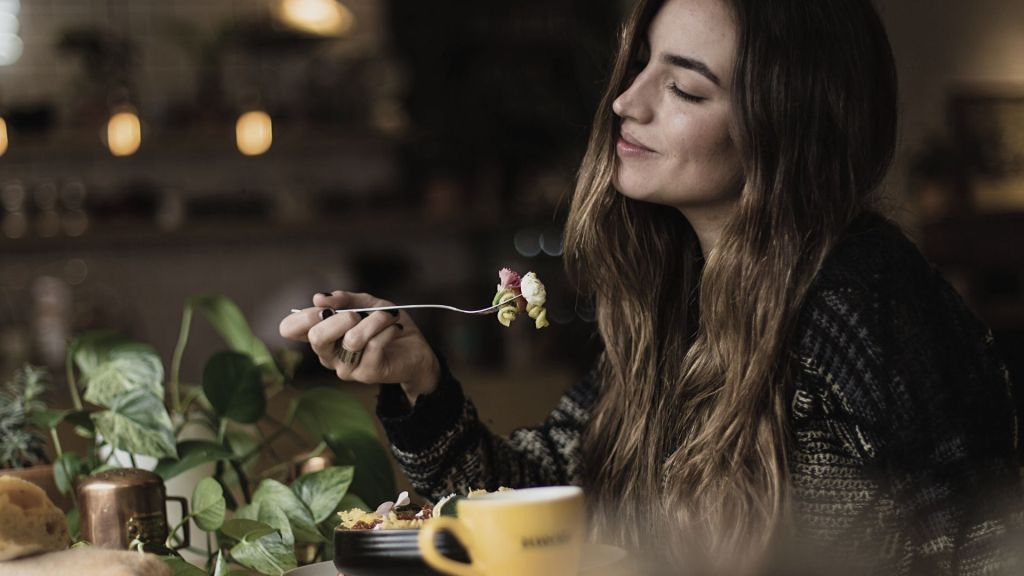 image to represent attentive eating taking in the taste and feeling the food in your mouth
